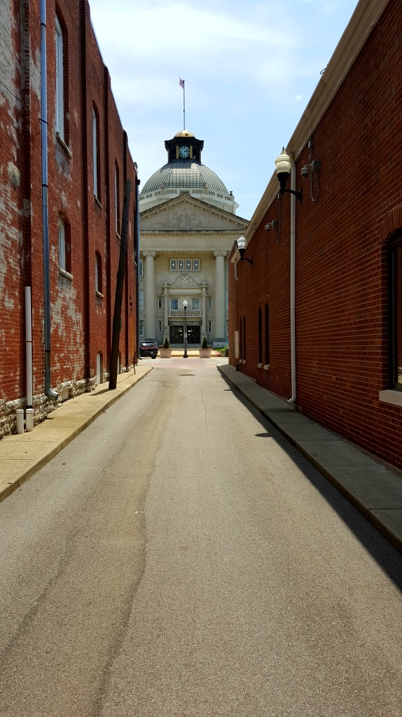 courthouse alley.jpg